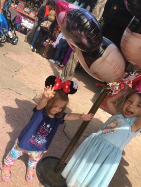 """Disneyland Paris: How to get the best out of your trip at """"EuroDisney"""""""
